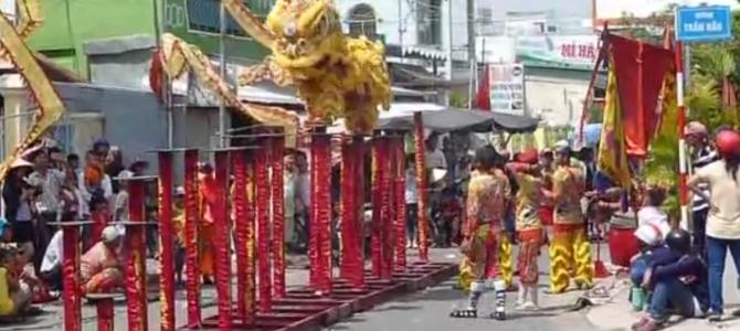 Danse du dragon à la fête du Têt